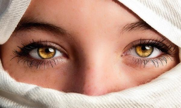 Beautiful dark coloured eyes scene 7